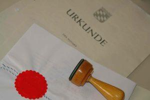 Erbrecht notarieller Vertrag und Dienstsiegel